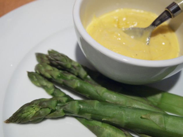 Hollandaise recipe and asparagus